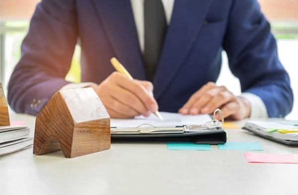 solicitor raising conveyancing enquiries
